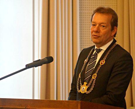 Bürgermeister Steffen Mues bei seiner Festrede.