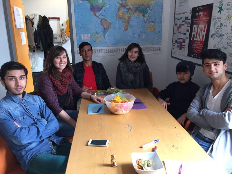 Die jungen Flüchtlinge erlebten einen Kulturaustausch im Jugendcafé in Hilchenbach. Foto: Stadtverwaltung