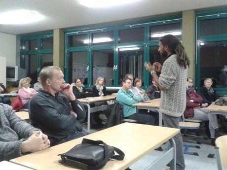 """Die Informationsabende tragen wesentlich zur Nachhaltigkeit des """"Social Network Trainings"""" bei. Fotos (2): ensible"""