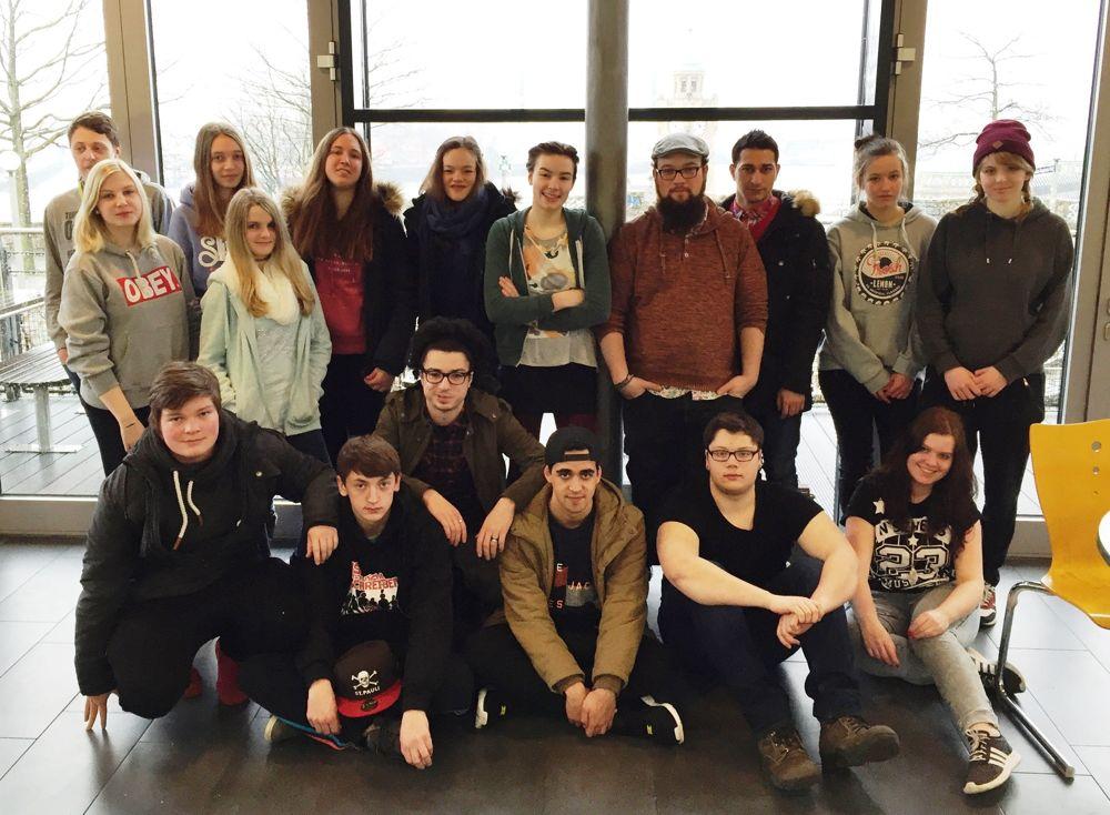 Gruppenbild beim Ausflug der Jugendlichen nach Hamburg. Fotos: Stadt Hilchenbach