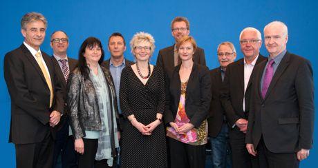 Regierungspräsidentin Diana Ewert übergab die Förderbescheide an Vertreter der Städte Bochum, Dortmund, Hagen, Herne und Kamen.