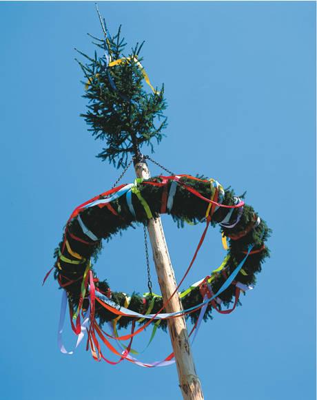 Maibaumfest und Tanz in den Mai in Walpersdorf. (Foto: Heimatverein)