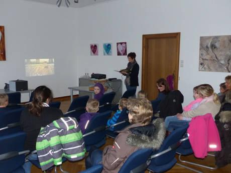 Das Bilderbuchkino findet in der Wilhelmsburg statt, beginnt um 15.30 Uhr, dauert ungefähr eine Stunde und ist für Kinder ab fünf Jahren geeignet. Der Eintritt ist frei.