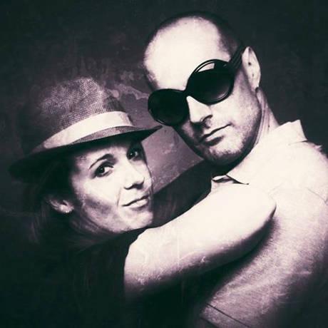 """Das Akustik-Duo """"Twice as Nice"""" sind Sängerin Kristina Wilmes und Peter Ehhalt. Foto: Veranstalter"""
