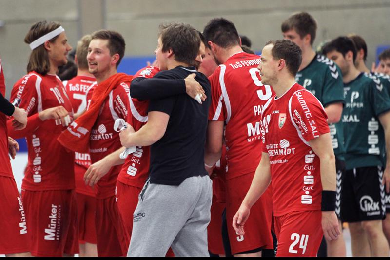 Miroslav Volentics (re.) - hier beim 26:25-Erfolg gegen die HG Saarlouis - bleibt beim TuS Ferndorf. Foto: Handke