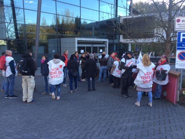 Rund 80 Mitarbeiter folgten dem Streikaufruf von ver.di. Fotos: Gewerkschaft