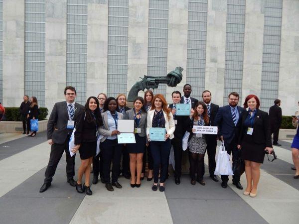 """Die Studierenden der Universität Siegen erhielten nach den """"Model United Nations""""-Konferenz in New York mehrere Auszeichnungen. Fotos: Uni"""