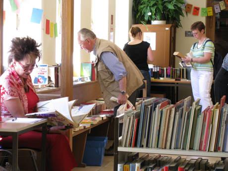 Interessierte sind recht herzlich beim Frühlingsfest in die Wilhelmsburg eingeladen: Für jeden ist etwas interessantes dabei! Zeit zum Stöbern, Suchen und Finden ist von 11.00 bis 18.00 Uhr. Das Bücherei-Team freut sich auf viele Besucherinnen und Besucher!