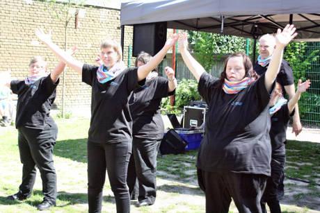 Die Aktiven der Tanzgruppe Move vom Freizeittreff Regenbogen der Lebenshilfe Siegen brachten jede Menge Bewegung in den Aktionstag in Geisweid.