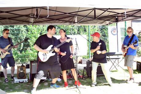 Beim Auftritt von Kaffeepott brachten sich auch die Besucher des Aktionstages für Menschen mit Behinderungen aktiv ins Bühnengeschehen mit ein.