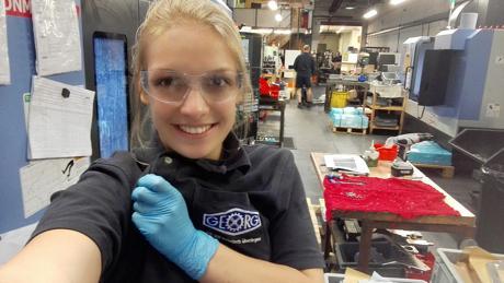Auszubildende Alina Weiß durfte in ein Unternehmen in Großbritannien hineinschauen. (Fotos: GEORG)