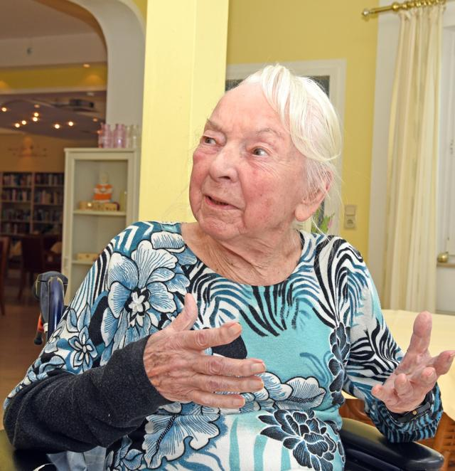 Heute lebt die gebürtige Wienerin im Senioren-Wohnpark KreuztalKrombach und erzählt mit immer noch charmantem Wiener Schmäh aus einem bewegten Leben. Aus Österreich über Italien kam sie Ende der 1970er Jahre nach Bonn und vor fünf Jahren ins Siegerland.