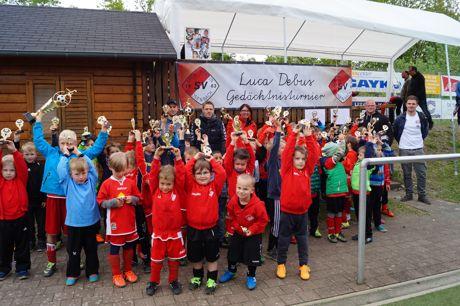 Strahlende Sieger beim Luca-Debus-Gedächtnisturnier in Gosenbach. Foto: Verein