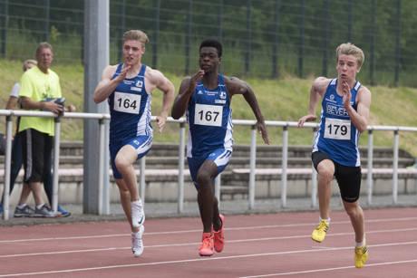 Die LGK-Athleten Guy Tresor Zoua (Mitte) und Colin Klein erreichten wie ihre Teamkollegen gute Sprintergebnisse. Fotos: Volker Loth/Verein