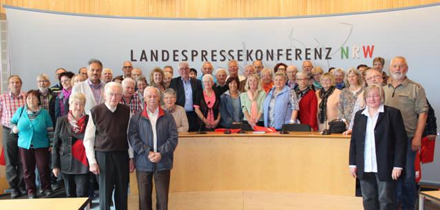 Falk Heinrichs (Mitte) führte die Mitglieder des Kneippvereins Bad Laasphe durch den Landtag von Nordrhein-Westfalen und diskutierte mit ihnen in der Landespressekonferenz NRW über Themen aus NRW und aus der hiesigen Region. (Foto: privat)