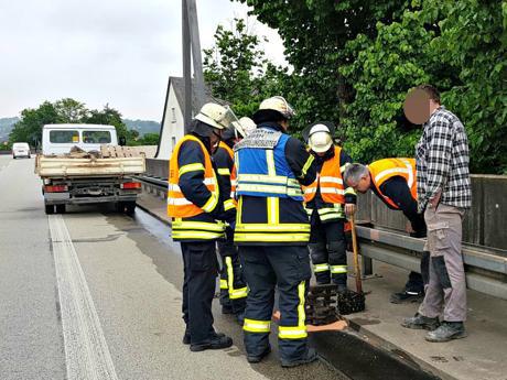 2016-05-25_Weidenau_Aufgerissener-Lkw-Tank-führt-zu-Verkehrsbehinderungen_Foto_mg_02 (1)