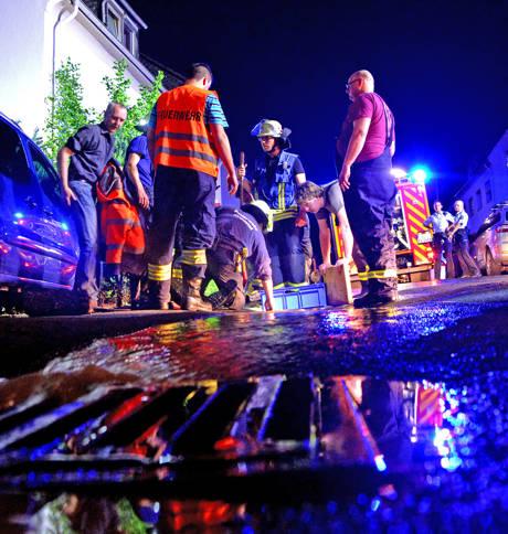 2016-05-30_Kreuztal_Geplatztes Wasserrohr sorgte für Kummer in einem Sechsparteienhaus_Foto_Feuerwehr_01