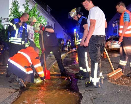 2016-05-30_Kreuztal_Geplatztes Wasserrohr sorgte für Kummer in einem Sechsparteienhaus_Foto_Feuerwehr_02