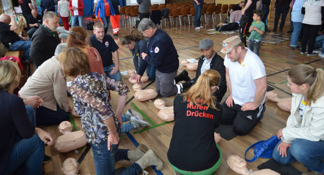 DRK-Reanimationstraining in Obersdorf stieß auf große Resonanz bei den Teilnehmern. (Foto: DRK)
