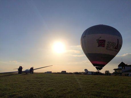 201-06-27_Betzdorf_Heissluftballon_besucht_Schnupperflieger