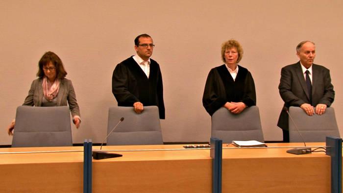 Vorsitzende Richterin Elfriede Dreisbach (2.v.r.)
