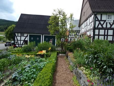Garten der Familie Becker aus Oechelhausen