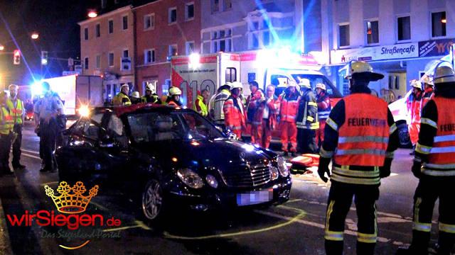 2016-06-21_Siegen_Schwerer Verkehrsunfall nach Autokorso auf der Sandstraße_Screenshot