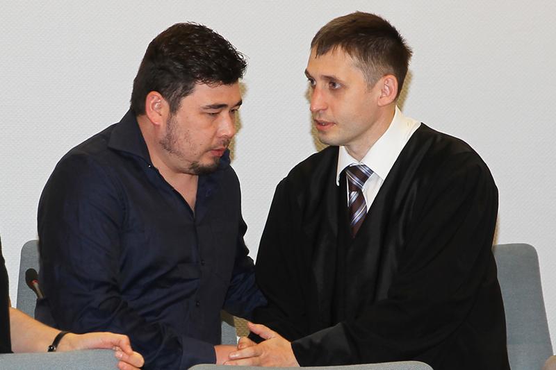 Der Angeklagte Nurjigit W. und sein Verteidiger Rechtsanwalt Alexander Wolf.