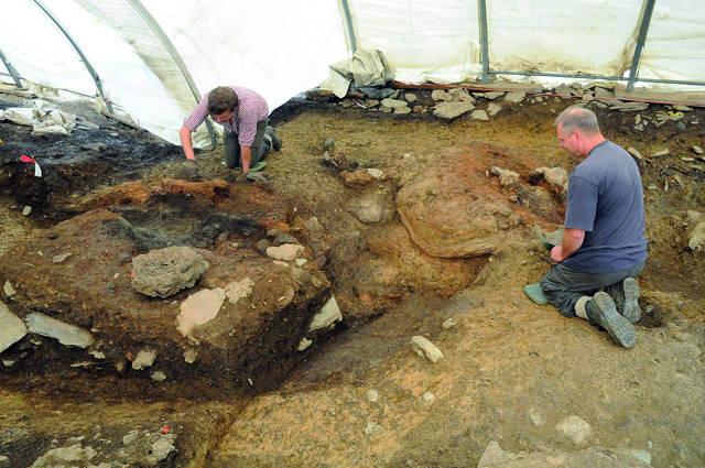 Die Fundstelle der archäologischen Ausgrabung von 2012 zeigt einen der keltischen Verhüttungsöfen. (Foto: Deutsches Bergbau-Museum Bochum/D. Bachmann)