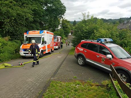 Unfall-Herzhausen-Transporter-gegen -Wohnhaus