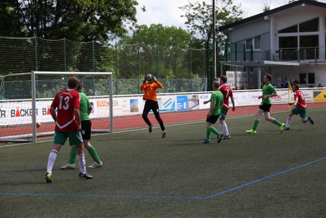 """Perfekte Kulisse für den """"DünschCup"""", das """"Pulverwaldstadion"""" in Erndtebrück."""