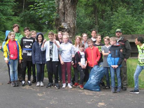 2016-07-01_Erndtebrück_Müllsammelaktion  Realschule Erndtebrück_Foto_Landesbetrieb Wald und Holz NRW_02