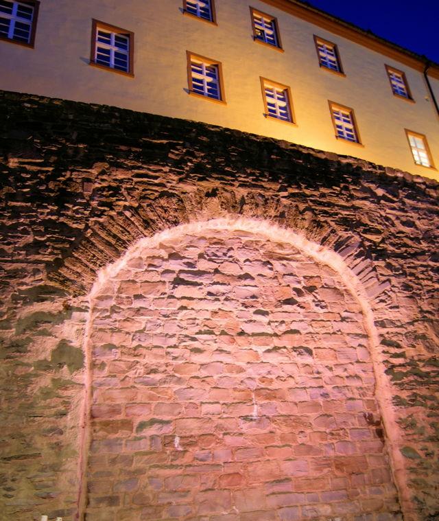 2016-07-06_Siegen_Neue Lampen setzen Stadtmauer lichttechnisch in Szene_Foto_Stadt Siegen_02