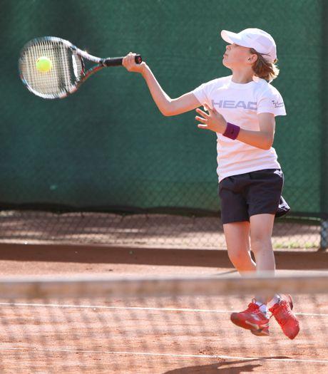 Amelie von Keyserlingk (TC Siegen), Siegerin der U9-Konkurrenz beim Rewe-Cup-on-tour-Turnier des TV Eichen. Foto: Tv Eiserfeld