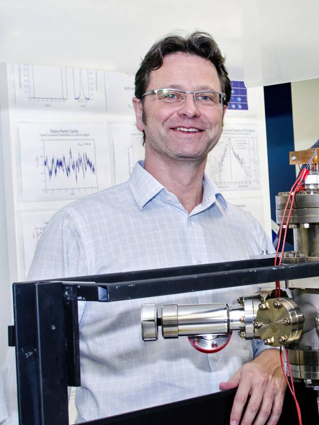 Prof. Dr. Christof Wunderlich, Inhaber des Lehrstuhls für Quantenoptik an der Universität Siegen. (Foto: Uni)