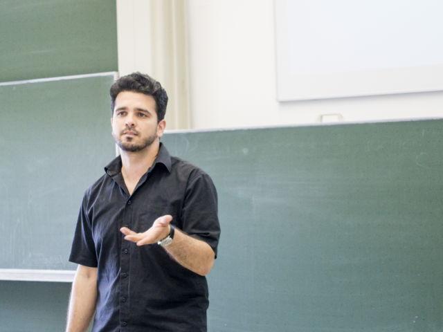 Workshop-Leiter Elhakam Sukhni. (Foto Uni)