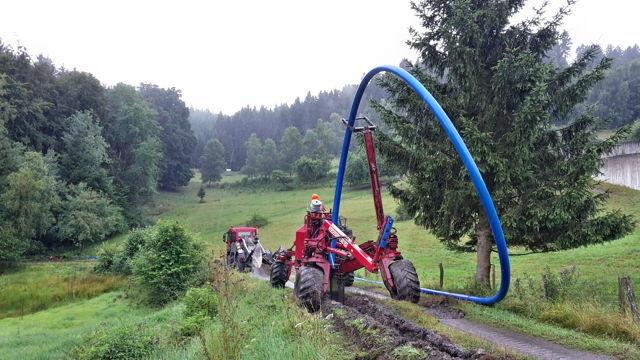 2016-08-03_Bad Berleburg_Einpflügen der Wasserleitung vom Arfelder Berg bis zum Hochbehälter Elsoff_Foto_Stadt Bad Berleburg_01