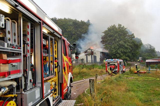2016-08-03_Breitscheid-Gusternhain_Reiterhof in Flammen_Foto_wirSiegen_02