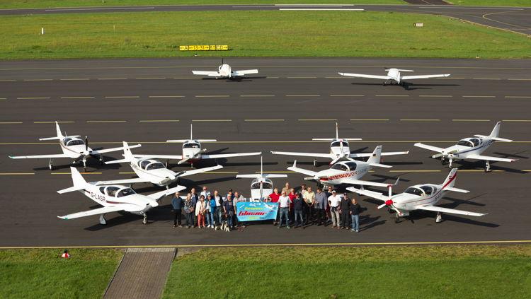 Glasair-Convention auf der Lipper Höhe: Piloten aus ganz Deutschland, aus England und Österreich waren zum Familientreffen auf den Siegerland-Flughafen gekommen.