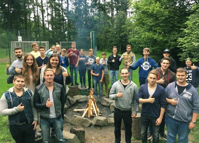 Mit Elan und Begeisterung beim Azubiseminar: die 24 neuen Auszubildenden der SIEGENIA GRUPPE.