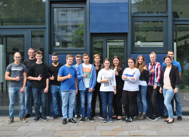 Am vergangenen Montag starteten bei SIEGENIA am Hauptstandort Niederdielfen 12 neue Auszubildende ihren beruflichen Werdegang. (Fotos: SIEGENIA)