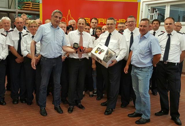 Über eine großzügige Spende zur Beschaffung einer Wärmebildkamera neuster Generation konnte sich jetzt der Förderverein der Freiwilligen Feuerwehr Würgendorf freuen.