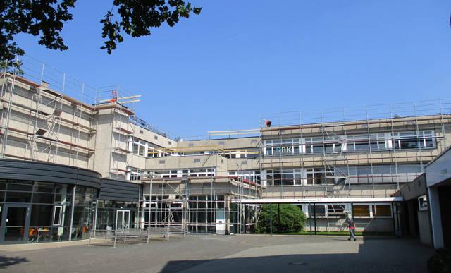 2016-08-25_Wilnsdorf_Flachdachsanierung am Wilnsdorfer Gymnasium vor Abschluss_Foto_Gemeinde Wilnsdorf_01