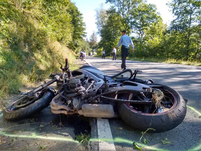 2016-08-26_Netphen_B62_VUP_Motorrad auf Feuerwehrwagen gefahren_Foto_Hercher_01