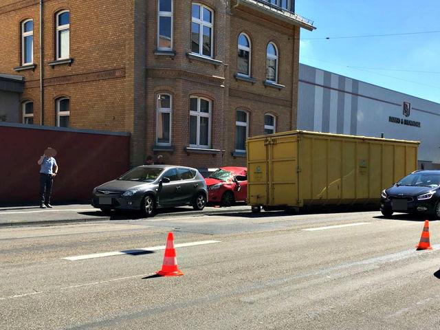 2016-08-26_Siegen_Container gegen Auto_Leserfoto_Michel Deblock_04