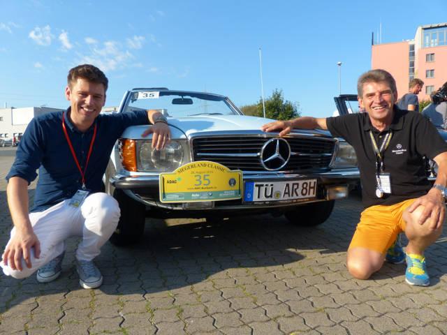 Rennfahrer-Legende Roland Asch (r.) und sein Beifahrer Jan Derenbach hatten viel Spaß bei der ADAC Siegerland Classic.