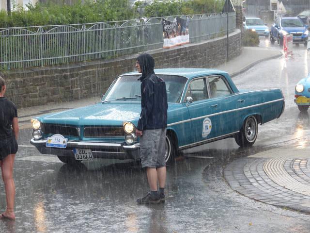 Ein heftiger Regenschauer konnte die gute Stimmung nicht wirklich trüben. (Fotos: Dietmar Bieler)