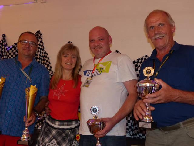 Wolfgang und Regine Jung (v.l.) verwiesen die Vorjahressieger Michael Reineck und Erich Loos diesmal auf Platz zwei der sportlichen Wertung.