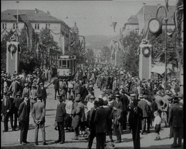 Den Anfang bildet der Film über die Stadt Siegen aus dem Jahr 1924. Er wurde anlässlich der 700 Jahrfeier der Stadt Siegen im Jahr 1924 gedreht. (Screenshots: mundusTV)