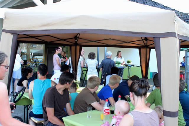 Wilnsdorfs Bürgermeisterin Christa Schuppler lud die ehrenamtlich Engagierten der Flüchtlingshilfe zu einem kleinen Sommerfest ein. (Foto: Gemeinde Wilnsdorf)